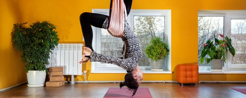 4 Easy Gravity Defying Physio Stretches To Stay Young!